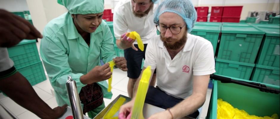 schueler schluss mit roten koepfen der kasse einhorn condoms sexy safe und fair