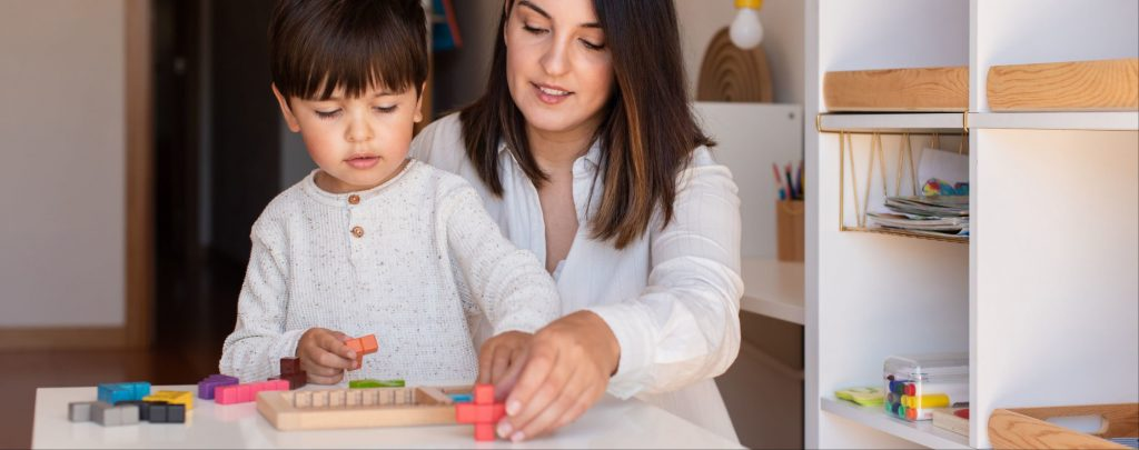 mutter sohn montessori-schule spielzeug