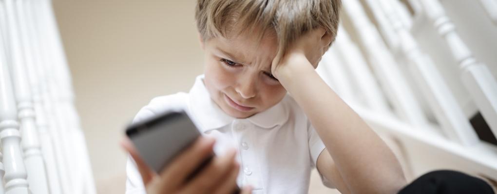 Mobbing findet häufig auch über das Smartphone statt