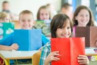 Kinder Lesen foerdern im Schulunterricht