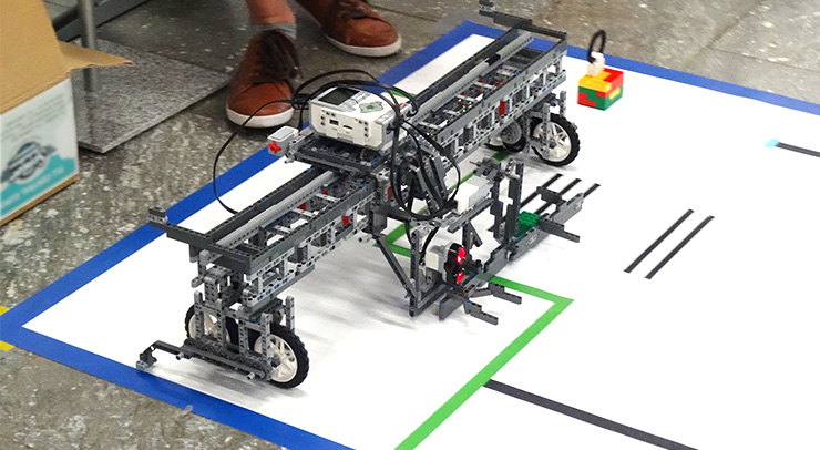 Roboter-an-der-Startlinie-bei-Meisterschaft