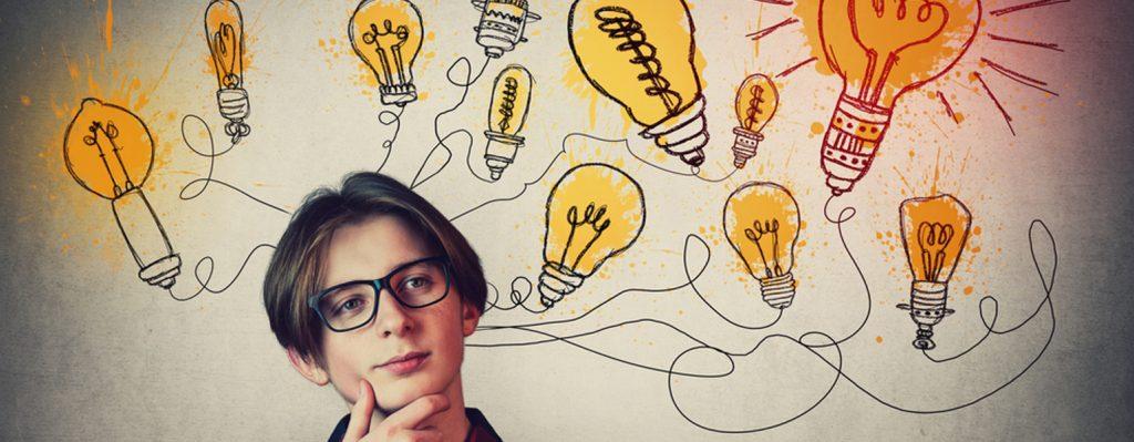 Teenager uberlegt sich einen Lernweg mit Mnemotechnik